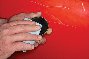 Odstránenie škrabanca - nanášanie