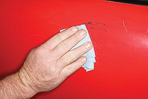 Odstránenie škrabanca - rozotrenie krému